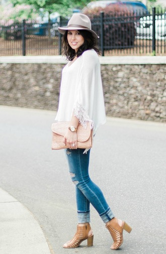 life & messy hair blogger jewels jeans shoes hat top bag