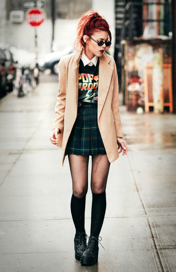 le happy skirt t-shirt coat shoes tights