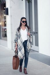 thestyledfox,blogger,t-shirt,bag,shoes,sunglasses,jewels,fall outfits,tote bag,brown tote bag,ankle boots