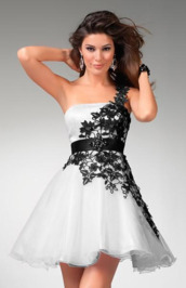 dress,flowers,white,black,short,strapless,beautiful,pretty,amazing,fantastic,prom dress,homecoming,black and white,floral details,black and white cocktail dress,black and white dress,homecoming dress,bruidsmeisjes jurken,white dress,evening dress,cocktial dress,fashion,party outfits,wedding dress,black lace,formal dress,fromal
