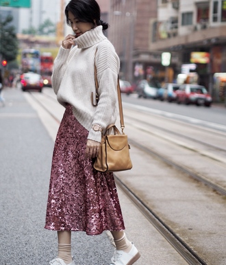skirt pink sequin pink sequins sequins pink sequin skirt sweater white sweater knit knitwear knitted sweater bag streetstyle