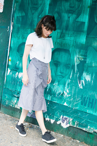 man repeller blogger shoes skirt t-shirt white top stripes striped skirt sneakers grey sneakers