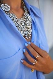 blouse,jewels,big necklace,diamonds,sparkle jewelry,necklace,statement necklace,pastel,shirt,blue,blue polish nail,ring,perles,parrure,nail polish