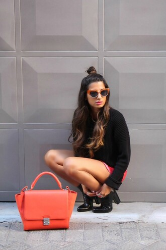 style by nelli blogger bun hairstyles retro sunglasses orange bag black boots