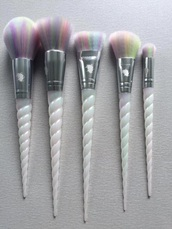make-up,makeup brushes,unicorn makeup brushes,unicorn,white makeup brushes,multicolor,purple,blue,pink,want need,brush,unicorn brushes,unicorns are real,white,colorful,rainbow,face makeup,make up acessory,make up tools,cute,horn,makeup palette,pearl
