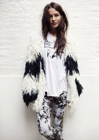 coat black jacket vintage white grunge fur white t-shirt leggings fuzzy coat tumblr black and white cardigan fluffy long sleeves warm cozy cozy sweater
