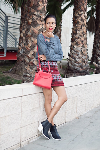 grey sweater blogger style me grasie pattern mini skirt red red bag ankle boots