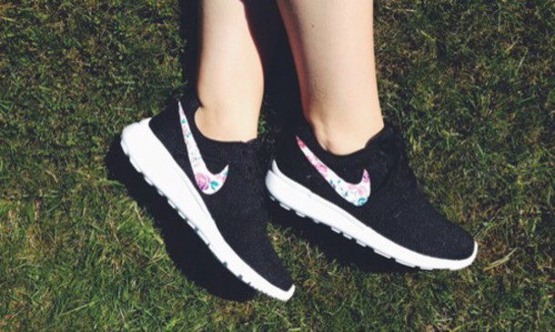 sports shoes c1494 5d1bd shoes nike nike roshe run nike roshes floral black floral earphones blacj  flowers style nike roshe