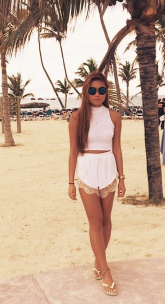 shorts round sunglasses white shorts cute white crop top
