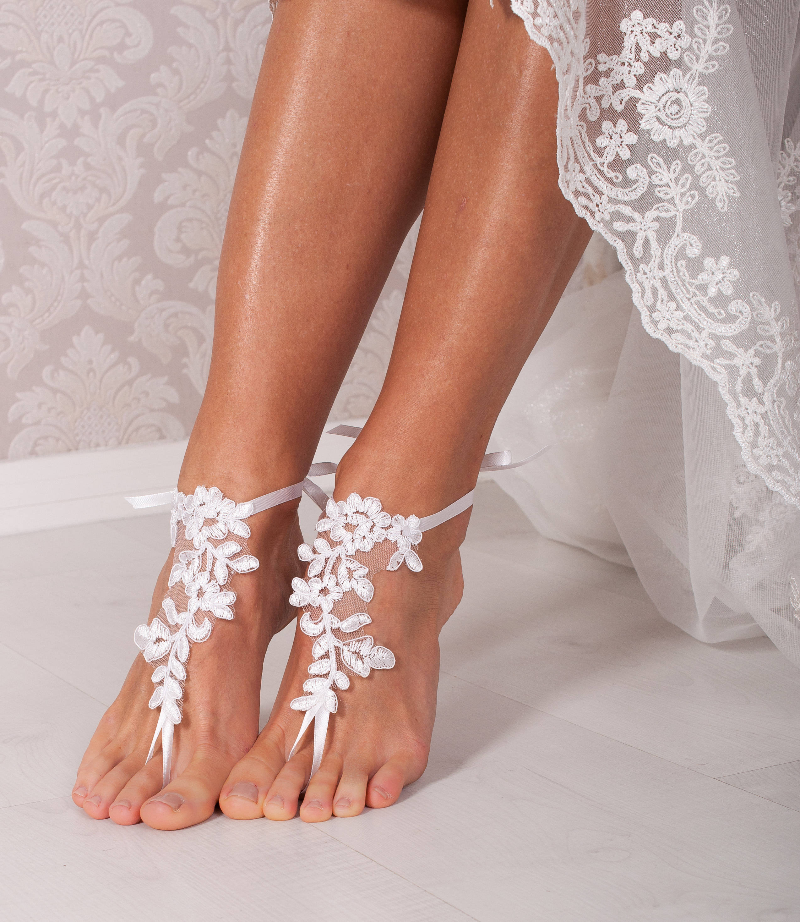 be4d971eca493 White lace barefoot sandals