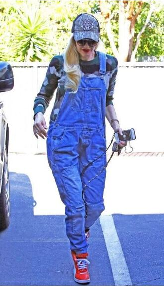 jeans overalls gwen stefani sneakers sweatshirt fall outfits