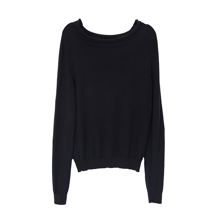 Curled boat neck wool sweater in black