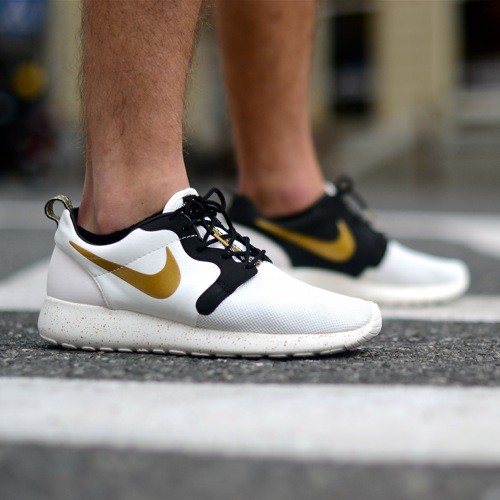 Roshe Run Gold Hypervenom