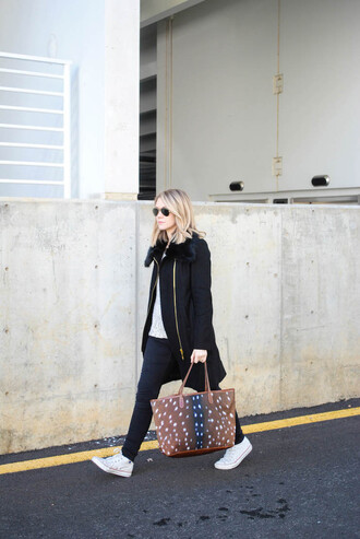 miss lyle style blogger jeans tote bag converse winter coat