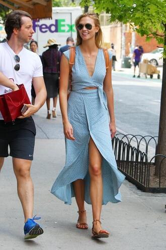 dress slit wrap dress karlie kloss summer dress sunglasses sandals shoes model off-duty