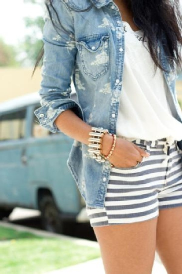 jacket denim shoes shorts striped shorts short shorts blouse shirt jewels stripes white and blur stripes short white and blue stripes white blue chlothes top floral stripes denim jacket clothes t-shirt t-shirt denim jacket bracelets bracelets pants demin nice flowers fashion girl stripes jeans style summer outfits grey shorts white shorts denim jacket floral top white shirt denim shorts accessories jewelry bracelets outfit pattern