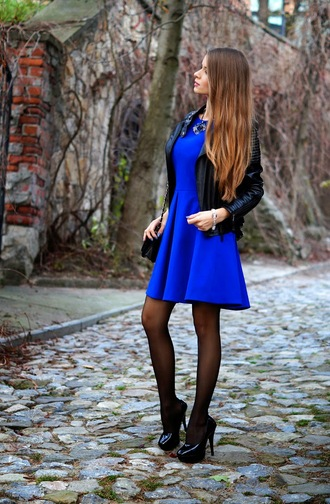 jewels clutch blogger only my fashion style blue dress perfecto black heels