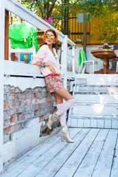 macademian girl,blogger,top,bag,belt,jewels,sunglasses,socks,colorful,print,shorts,silver,beanie
