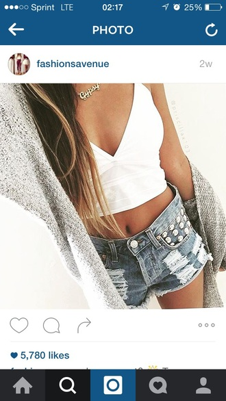 shorts outfit outfit idea summer outfits date outfit cute outfits spring outfits party outfits crop tops white crop tops white top top kimono cardigan denim shorts necklace jewelry