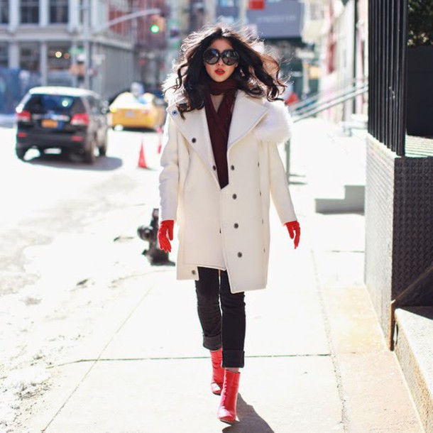 chicmuse blogger coat jeans gloves sweater sunglasses