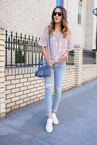 twenties girl style blogger top sunglasses bag jewels shoes shoulder bag blue bag off the shoulder top skinny jeans sneakers spring outfits