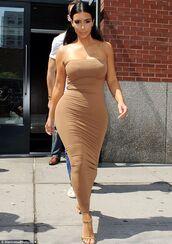 nude,kim kardashian,strapless,beige bodycon strapless dresss
