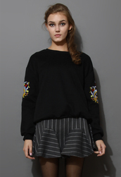 sweater,black sweater,embroidered,sleeves
