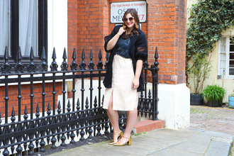 fashion foie gras blogger jacket sunglasses skirt shoes make-up sandals gold shoes mid heel sandals midi skirt spring outfits