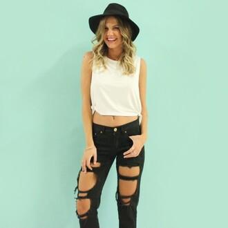 black hat jeans boyfriend jeans black jeans top tank top
