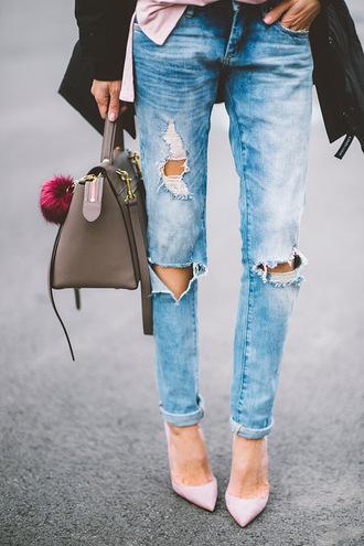 bag jeans blue jeans cuffed jeans ripped jeans pumps pointed toe pumps pink pumps khaki khaki bag bag accessoires fur keychain
