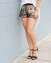 shorts,Sequin shorts,sequins,gold sequins,gold,top,white top,sandals,black sandals,metallic shorts