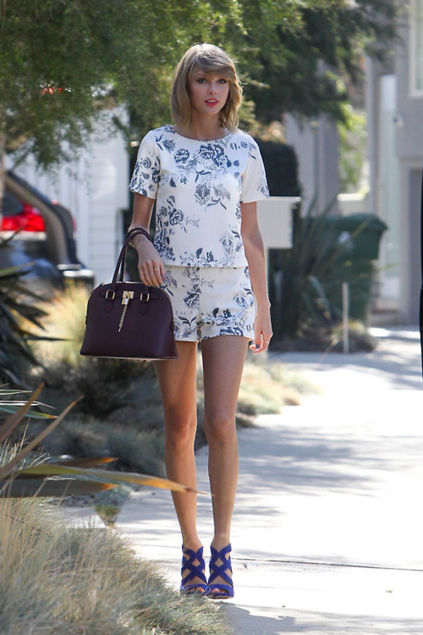 top shorts taylor swift sandals