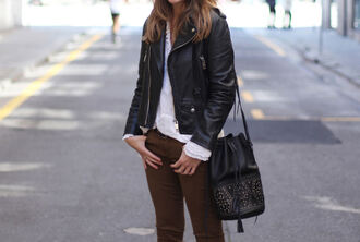 my daily style blogger pants brown bucket bag