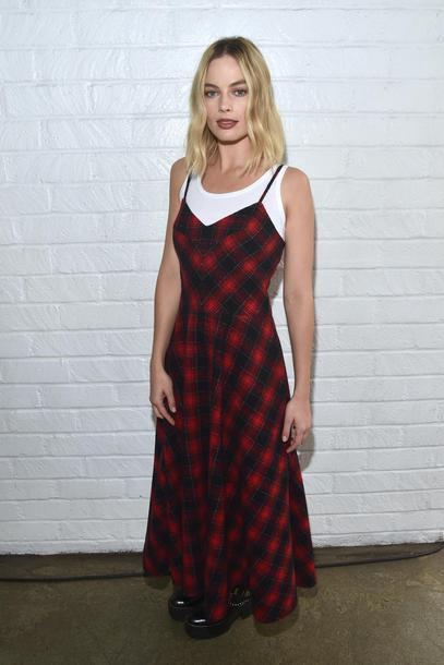 dress maxi dress plaid margot robbie fall outfits