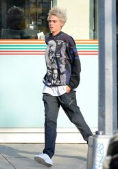 pants,sweatshirt,sneakers,cara delevingne,top