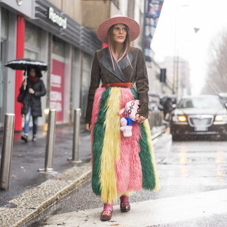 skirt fur colorful blouse hat streetstyle anna dello russo milan fashion week 2016 fashion week 2016 purse