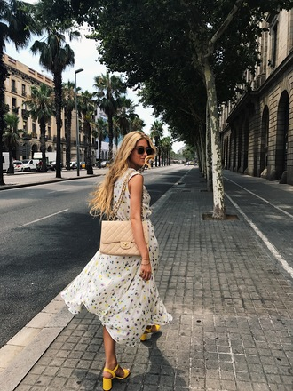 dress tumblr outfit flowy flowy dress summer dress sleeveless sleeveless dress sandals sandal heels high heel sandals yellow bag shoulder bag shoes