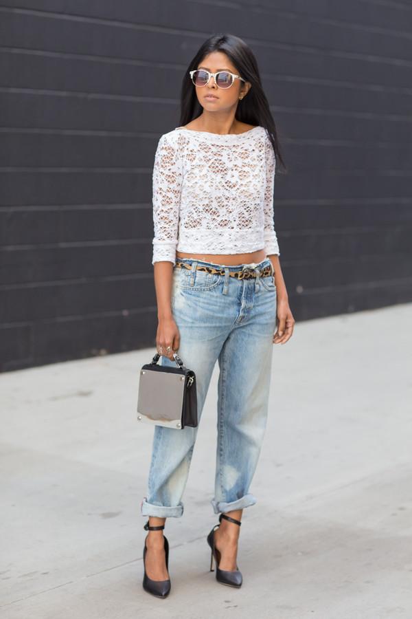 walk in wonderland t-shirt jeans bag belt shoes sunglasses