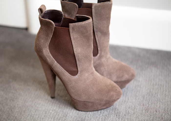 (SOLD) suede chelsea boots   SHOP fashion distraction