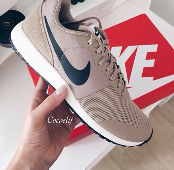 shoes trainers nike fitness cream nude instagram gym nude sneakers low top  sneakers