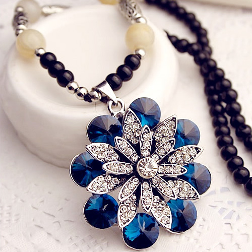 [grxjy5100314]Fashion Rhinestone 3D Crystal Flower Pendant Necklace