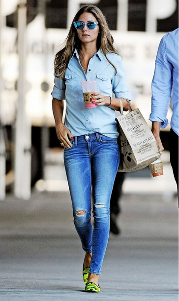 jeans t-shirt denim olivia palermo ripped jeans mirrored sunglasses mirroredsunglasses celebrity style california los angeles streetwear light jeans with holes in knees !