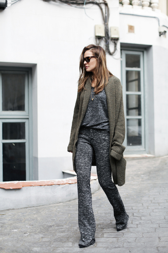 lady addict blogger cardigan sunglasses 70s style charcoal flare jumpsuit