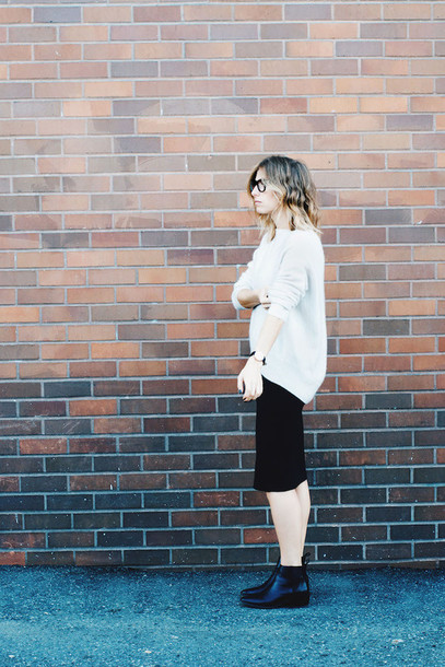 the august diaries blogger sweater shoes skirt jewels