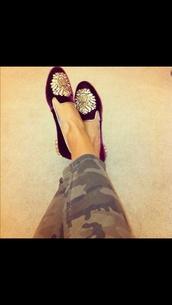 shoes,red velvet,regal,flats,gold