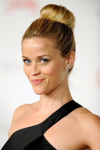 hair accessory bun top knot bun reese witherspoon celebrity make-up natural makeup look