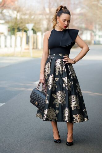 cashmere in style blogger black top ruffle roses gold midi skirt classy chanel bag