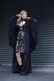 feral creature,blogger,skirt,shoes,embroidered skirt,embroidered,black leather skirt,leather skirt,slit skirt,black skirt,high waisted skirt,top,crop tops,black crop top,kimono,black kimono,high heels,black high heels