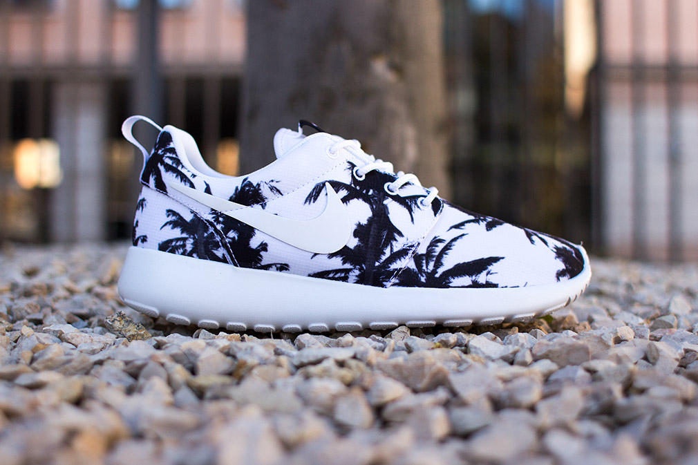 Nike - WMNS Rosherun (black/ white) - SUPPA