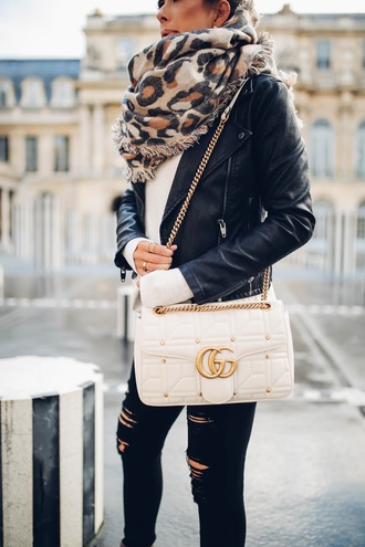 scarf tumblr leopard print jacket black jacket black leather jacket leather jacket sweater white sweater jeans black jeans black ripped jeans ripped jeans chain bag